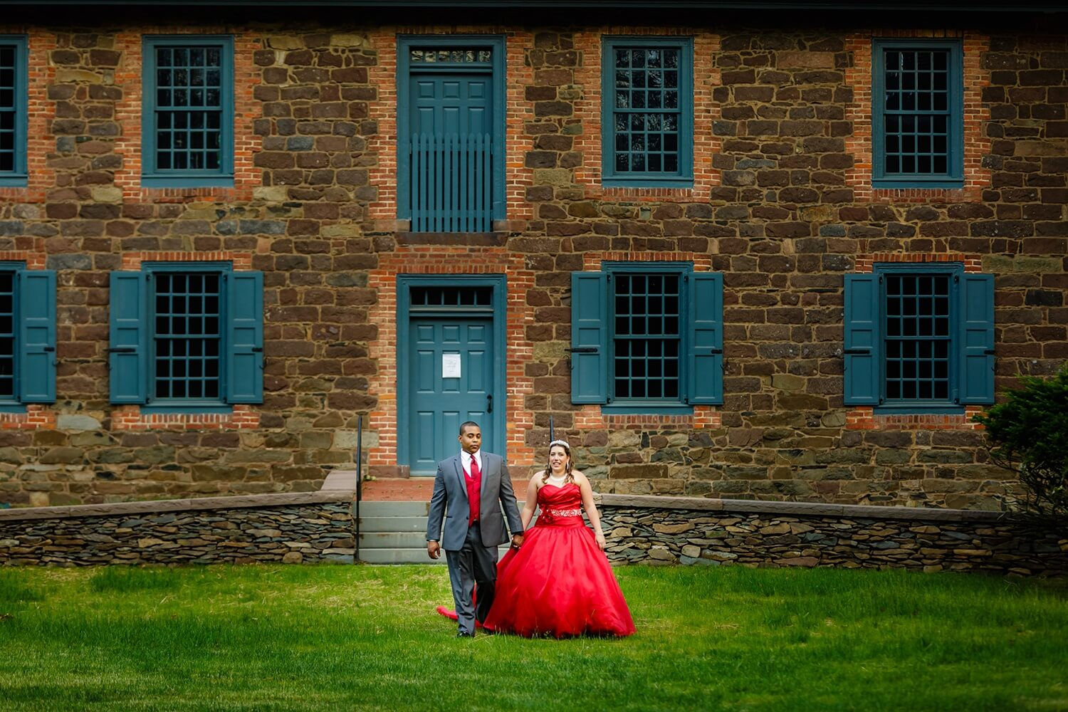 Bride and Groom taking a stroll at Dey Mansion